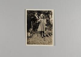 [Kathleen Parlow as a child, in a garden]